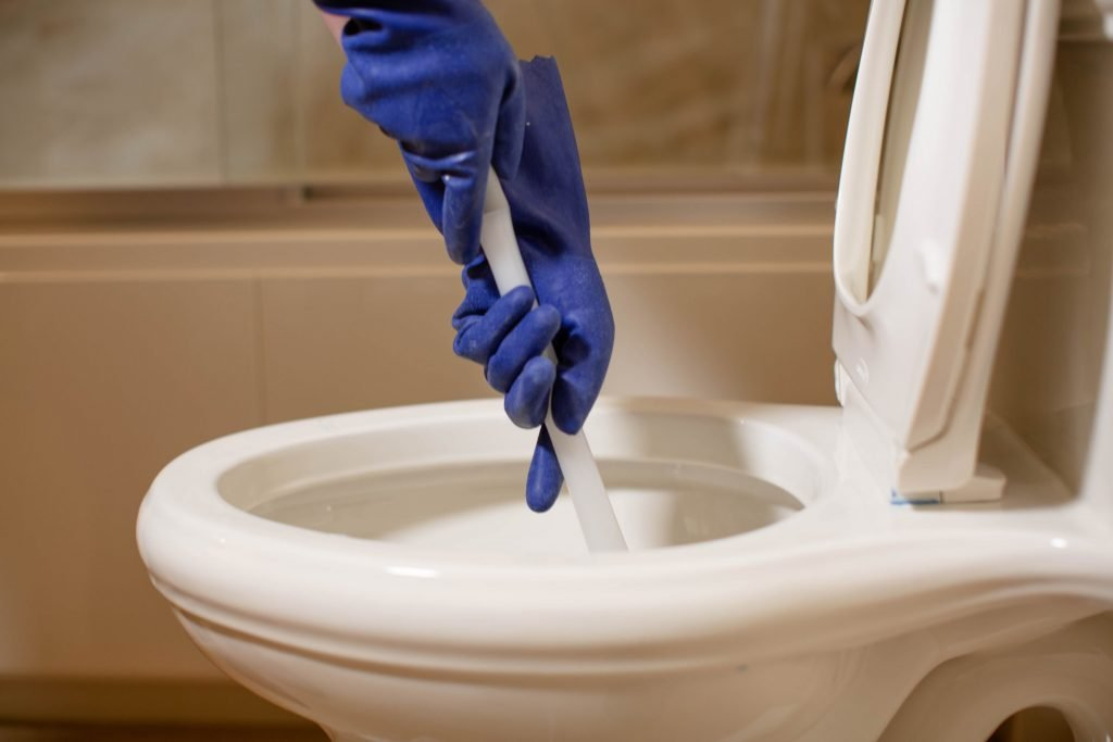 How to Unclogged / Choked Toilet Bowl